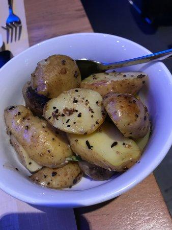 Kloten, Ελβετία: roasted potatoes salt and olive oil