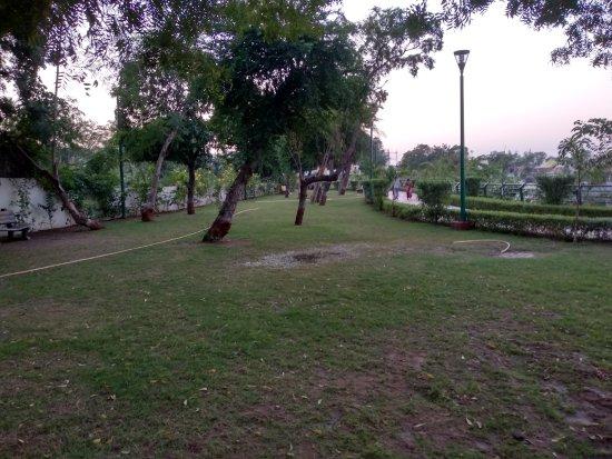 Pal Lake: Garden around the lake