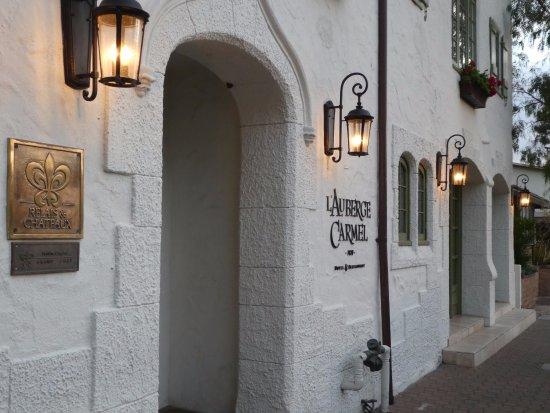 L'Auberge Carmel: Front entrance