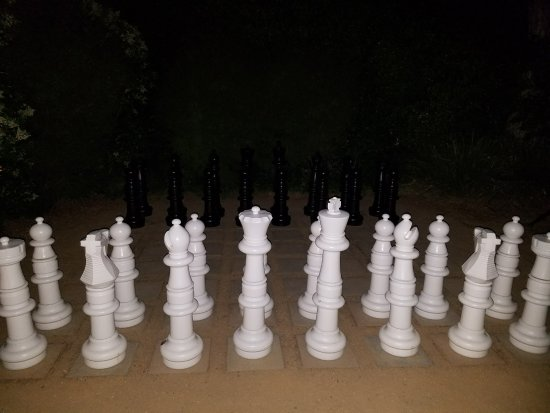 MacArthur Place - Sonoma's Historic Inn & Spa: Let's Play Chess!