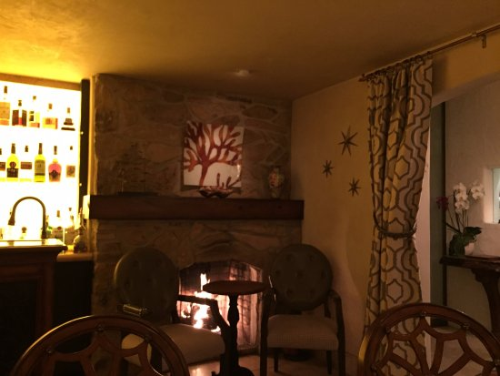 L'Auberge Carmel: Hotel bar