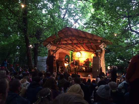 Drogheda, Irland: stage in the forest