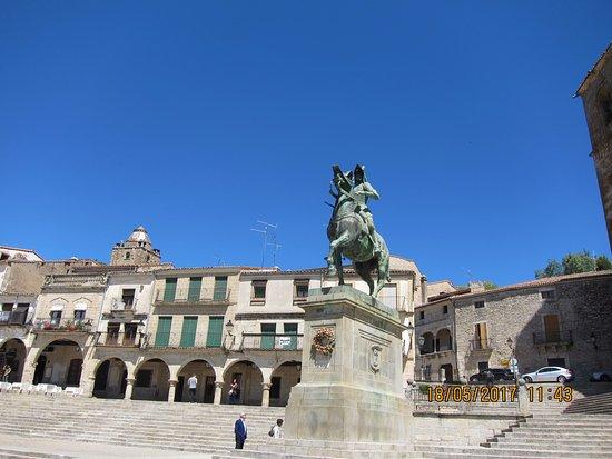 Estatua Ecuestre de Francisco Pizarro