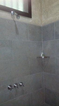 Falls Resort at Manuel Antonio: Shower