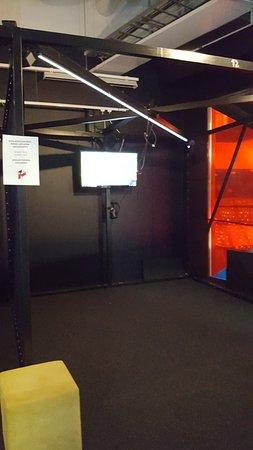Pikseli Arcade Flamingo: A game booth