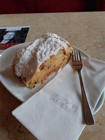 Cafe Museum: Apfelstrudel