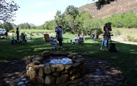Ladismith, Zuid-Afrika: Group of artists doing En Plein Air painting at Oaksrest