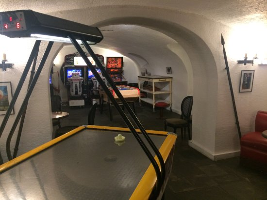 la salle de jeux sous sol grand hotel spa de gerardmer gerardmer f nyk pe tripadvisor. Black Bedroom Furniture Sets. Home Design Ideas