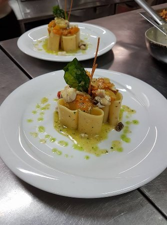La Riviera di Parthenope: paccheri con Gallinella di mare E pomodorini giall