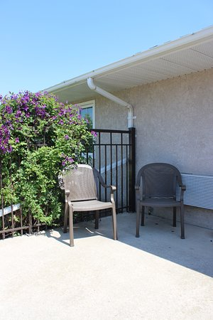 Carman, Canada: Kitchenette Patio Seating
