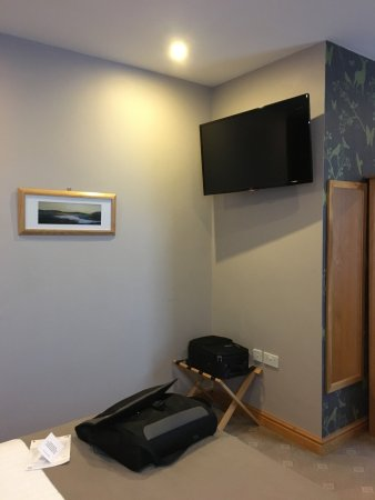 Workington, UK: Room 75 has a kitchen, large TV and lounge area.