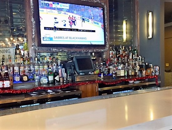 Williamsville, État de New York : Full bar to complement your meal. Happy hour is a big draw at $5/drink