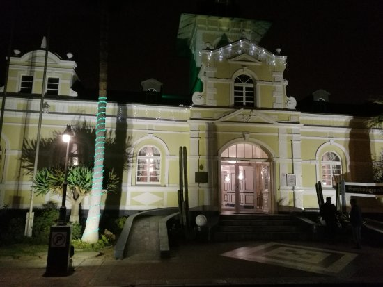 Swakopmund Hotel : front side of hotel entrance during the night
