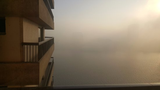 Hilton Cairo Zamalek Residences: Foggy morning in Cairo.....