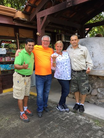 Playa Hermosa, Costa Rica: Eduardo and Wayner with us as we were leaving CR.