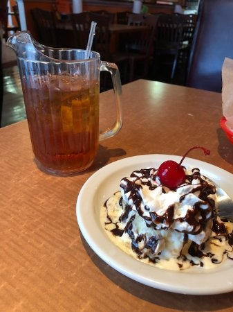 Tillmans Corner, AL: Fried ice cream and mini pitchers of tea