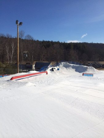 Blandford, MA: The park staff is sick and they always build cool features like this snow bowl.