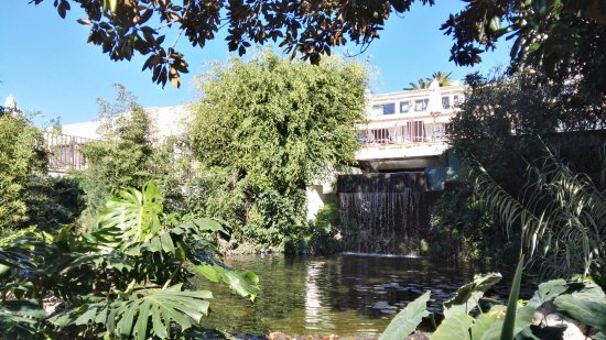 Waterval In Tuin : Water in de tuin watervallen en fonteinen u halve parasol