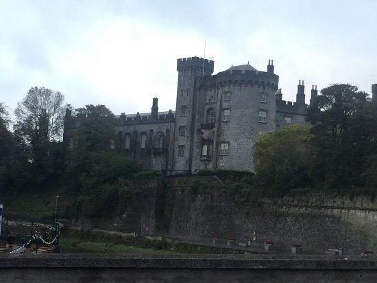 Kilkenny Castle: image-0-02-06-4df4db5a4726c7316318a20f0e1a3acc43095ad0c59aced95774f8a9e6ac26be-V_large.jpg