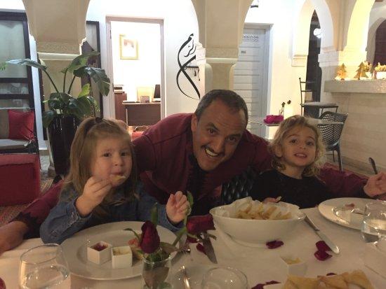 Riad Shanima & Spa: Adil aux petits soins des enfants