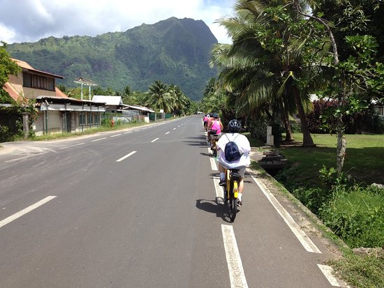 Electric Bike Rental Moorea: On the flat part of our ride.