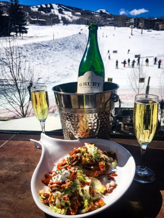 Snowmass Village, CO: Did someone say meet for champagne and snacks on our second story patio?