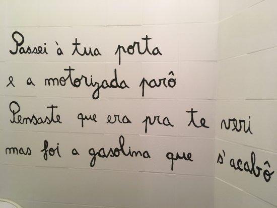 Oeiras, Portugal: Numa parede