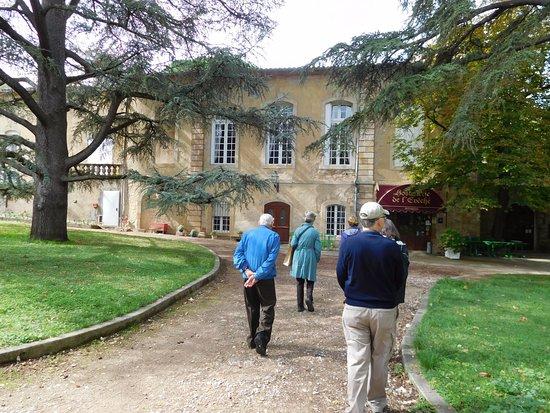 L'hostellerie de l'Eveche: path to hotel