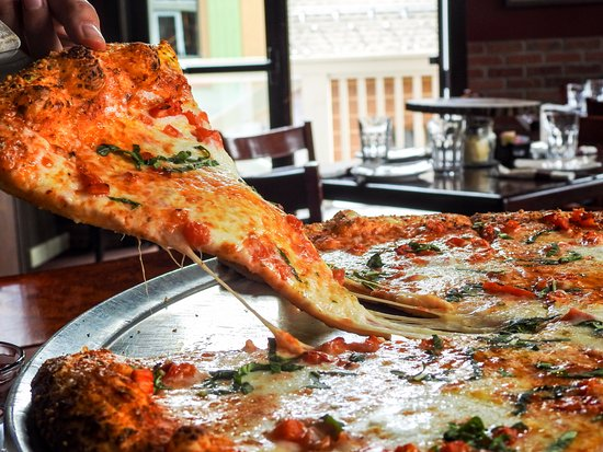 Snowmass Village, CO: Who doesn't love a good slice of pizza