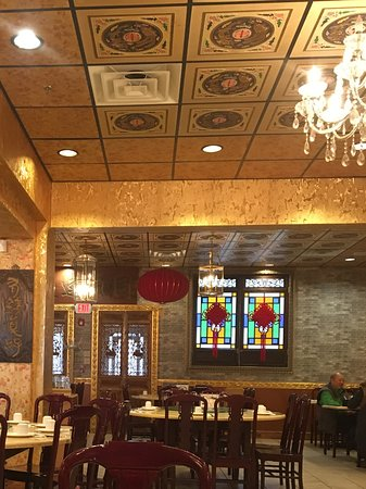 Emperor's Palace Chinese Restaurant: Empty at 2:00 p.m.