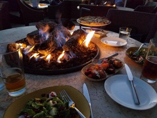 Пеббл-Бич, Калифорния: Dinner sitting at the firepit