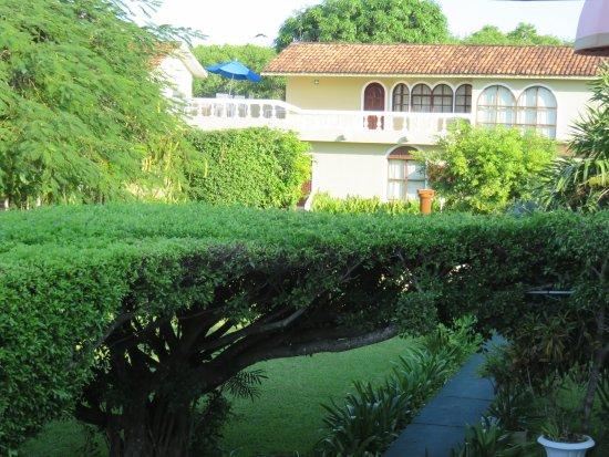 Villablanca Garden Beach Hotel: Beautiful Gardens