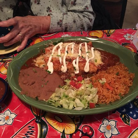Orland Park, IL: Enchilada lunch with red sauce
