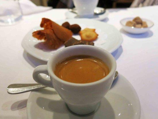Les Cartes Postales: コーヒーとおまけのデザート