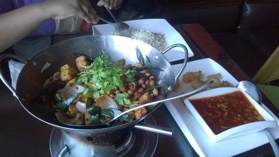 Sri Jayawardenepura, Sri Lanka: Hot wok Chicken with Pea nuts