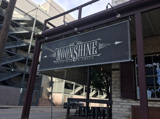 Moonshine patio bar grill austin downtown for Balcony bar restaurant