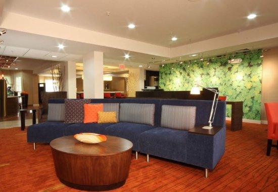 Bloomingdale, IL : Lobby