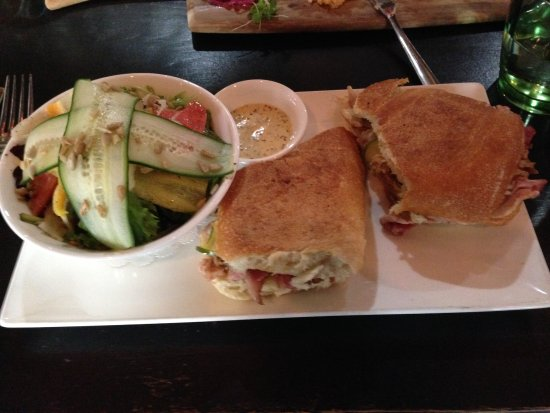 Lake Mary, FL: Cuban sandwich with side salad, great mustard!