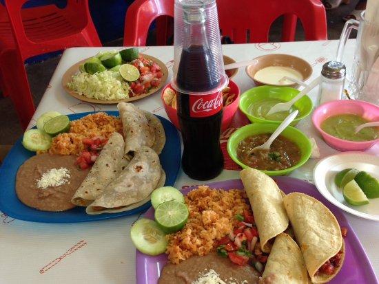 Los Algodones, Mexico: Pastor & chicken tacos