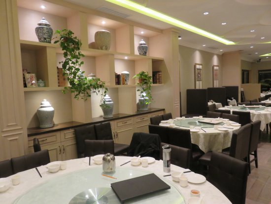Elegant and classy decor by chinese restaurant standard