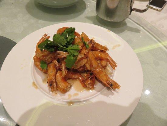 Richmond Hill, Canada: Fried head-on prawns with sweet pear essence