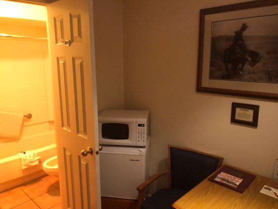 Sheridan, WY: Fridge and Microwave and Superclean Bathroom-Great Place to Stay!!