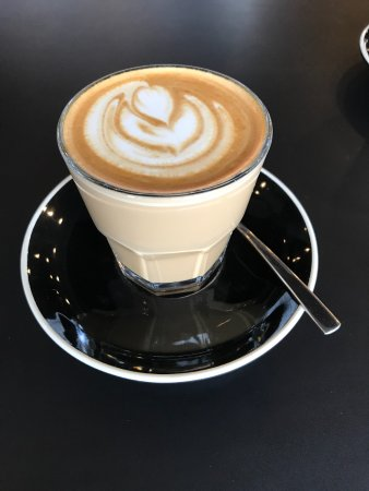 Kloof, Sudáfrica: Enjoy cappuccino and delicious cakes