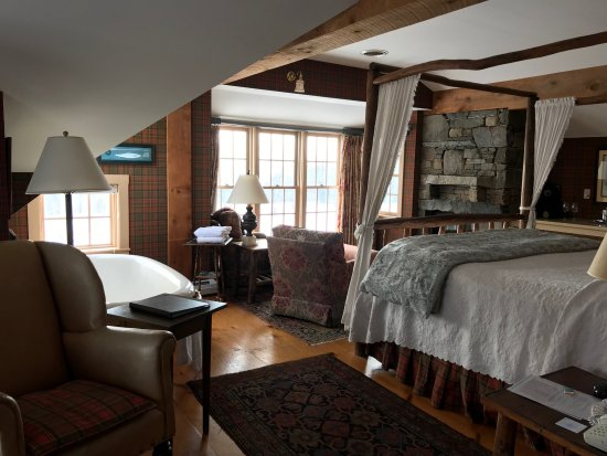 Windham Hill Inn: Upper-level king room in the barn