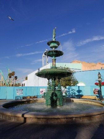 Buena Park, CA: Fountains
