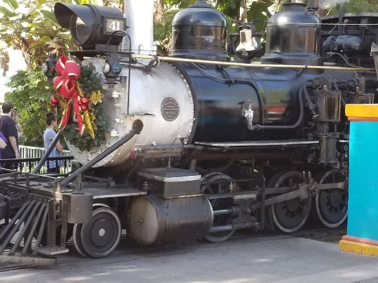 Buena Park, CA: Train decorated with a wreath