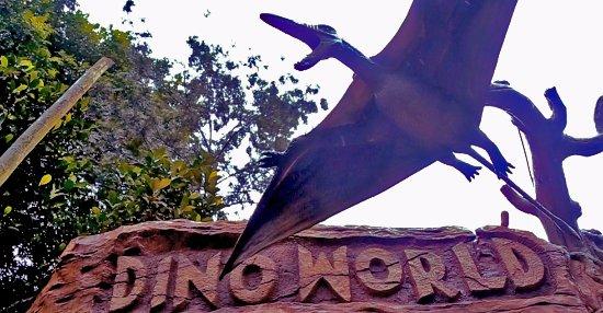 Vellamunda, Indien: Dino world at E3 Theme Parks