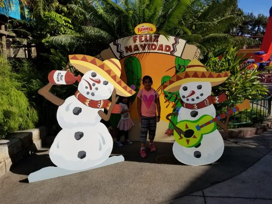 Buena Park, CA: Feliz Navidad snowmen drink hot sauce