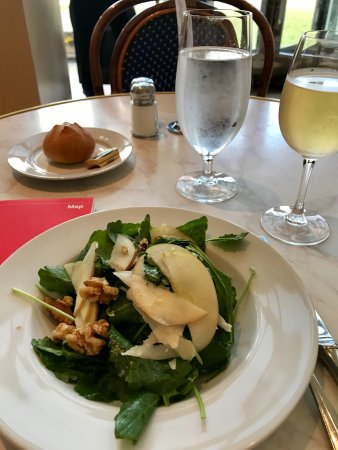 The Petrie Court Cafe: Salad with pears and walnuts