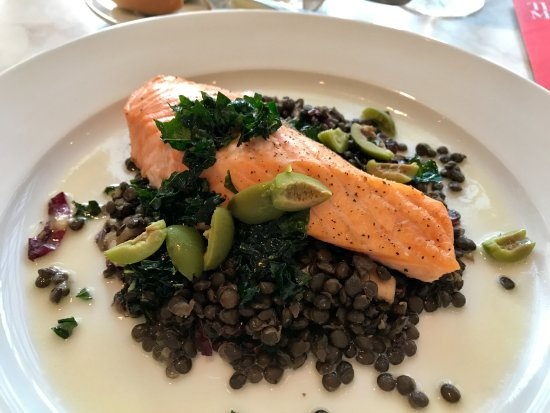 The Petrie Court Cafe: Salmon with lentils